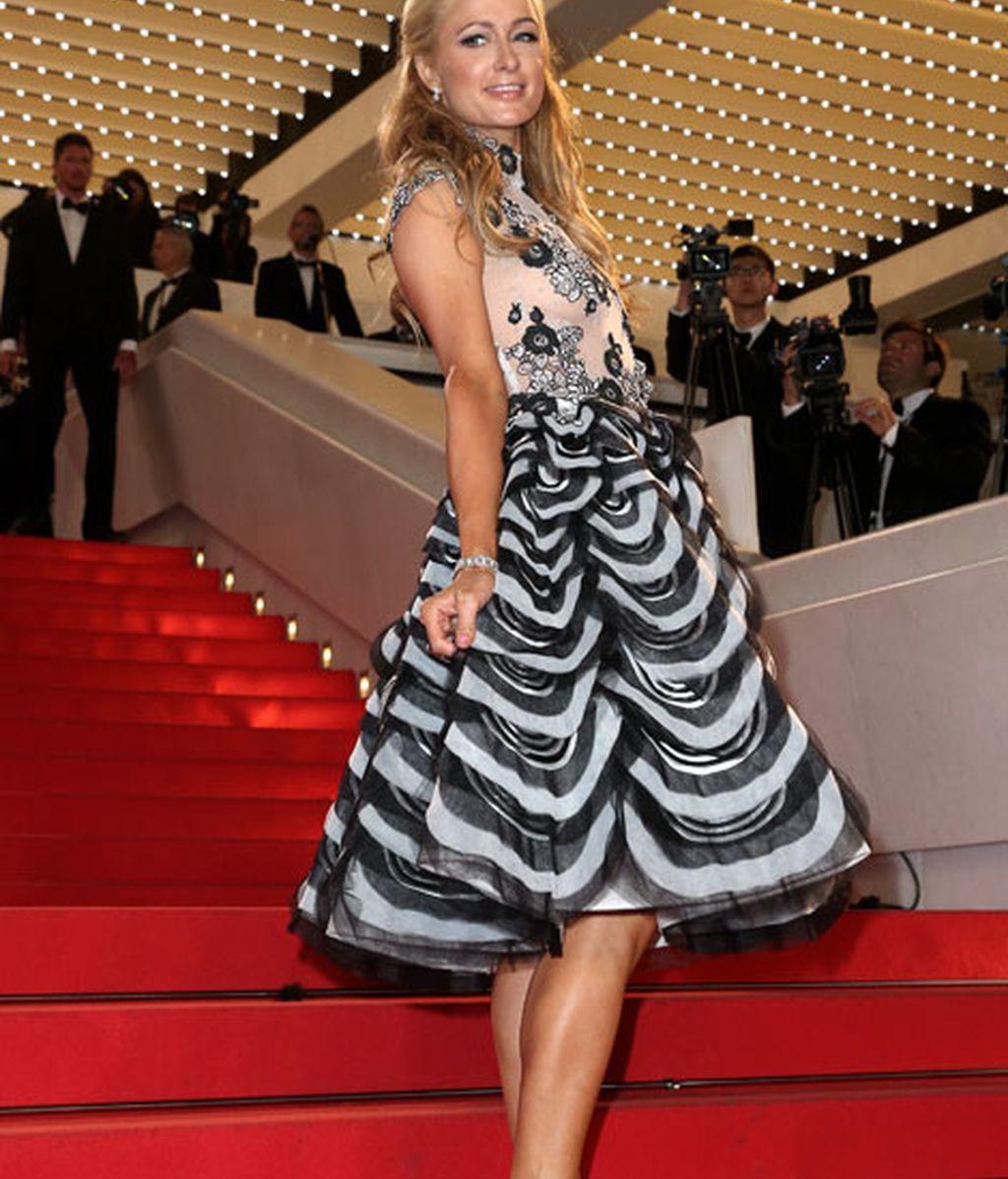 La omnipresente Paris Hilton también se ha dejado ver por la alfombra roja