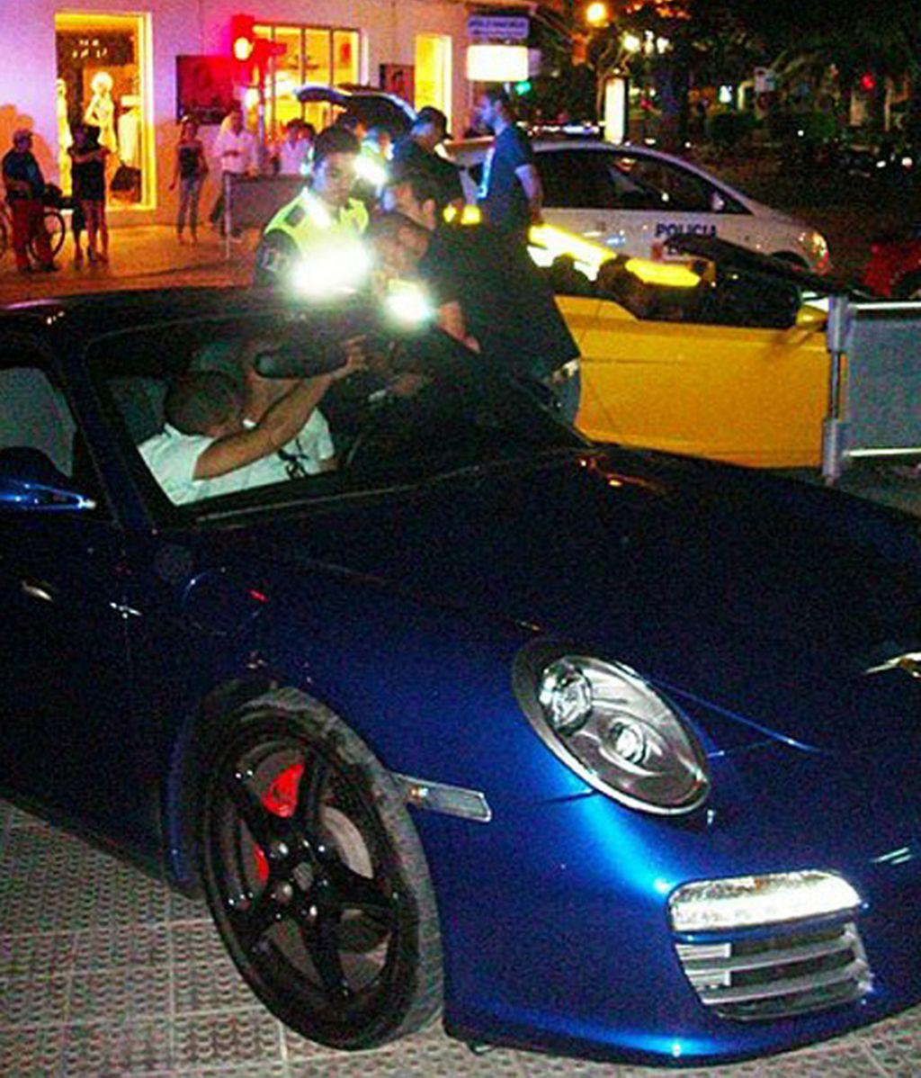 Benzema vuelve a liarla en Porsche