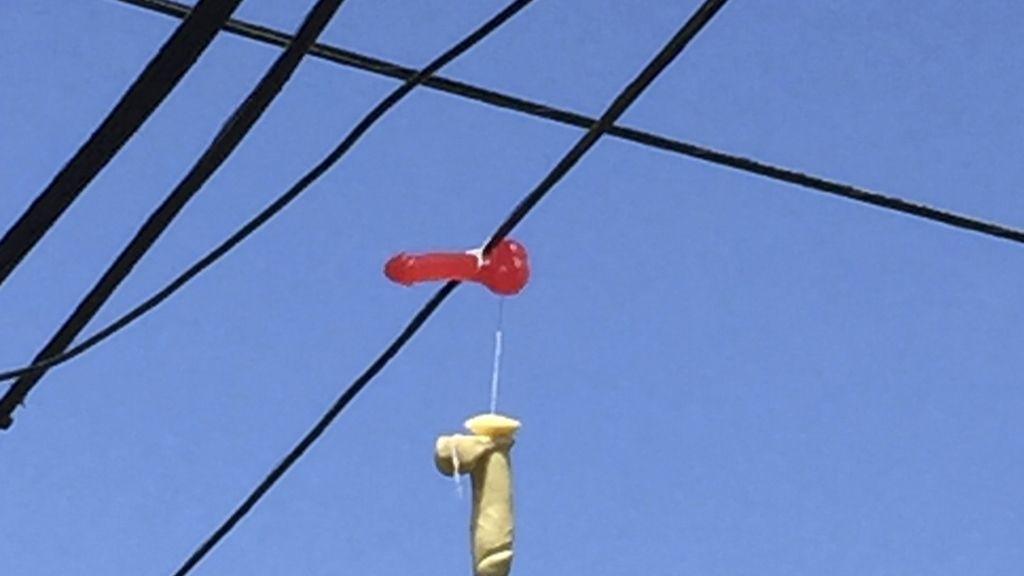El misterio de los juguetes sexuales colgados en los cables de la luz en Portland