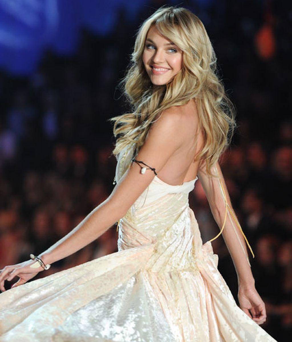 Candice Swanepoel, un ángel sobre la pasarela