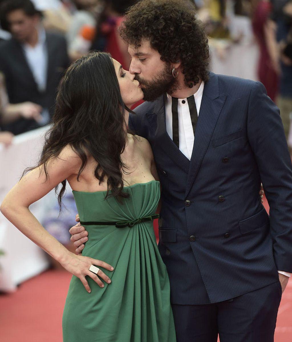 Nerea Barros y Juan Ibáñez, protagonistas de un beso en la clausura