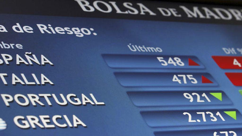 La pantalla de la Bolsa de Madrid refleja el ascenso de la prima de riesgo española