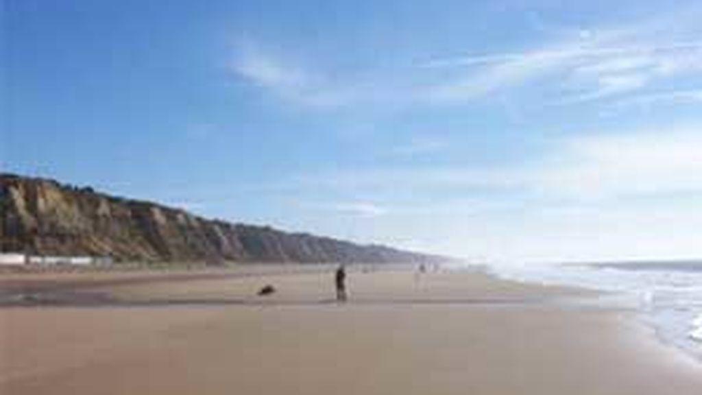 Huelva dispone de kKilómetros de playa de fina arena donde poder disfrutar de sol y buen tiempo teniendo a un paso el mar para refrescarnos.