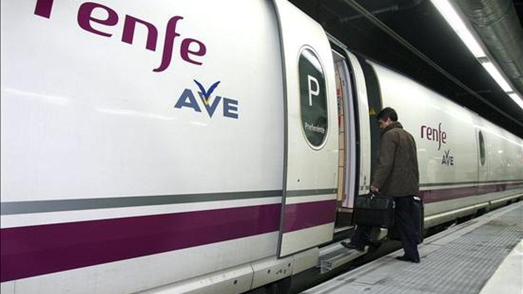 El Príncipe y Rajoy inauguran la nueva conexión de AVE entre Madrid y Alicante