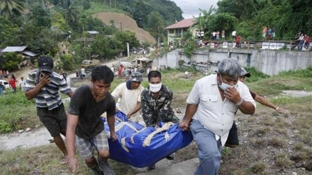 Filipinas reanuda la búsqueda de los 800 desaparecidos tras el tifón Washi