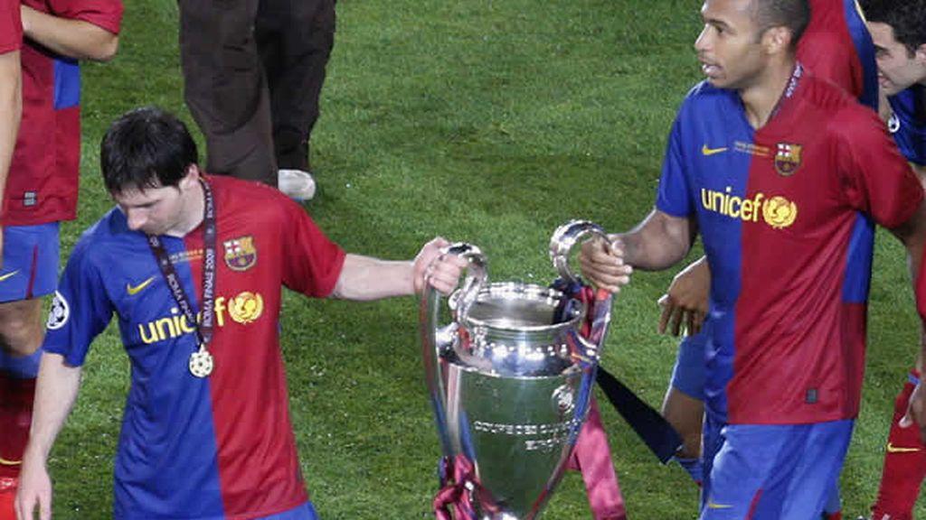 Messi y Henry pasean la Copa