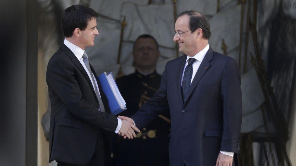 Valls se despide de François Hollande tras su reunión en el Elíseo