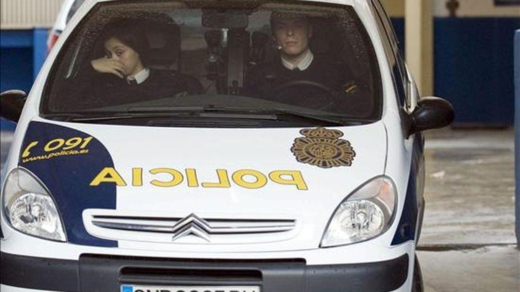 En la imagen, un coche de la Policía Nacional. EFE/Archivo