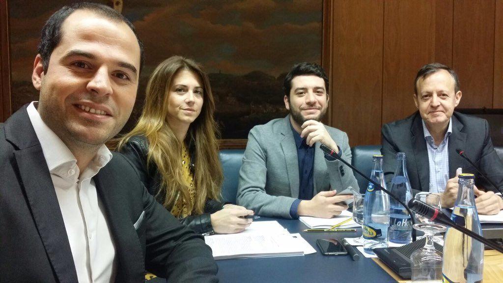 César Zafra junto a Ignacio Aguado y otros miembros de C's