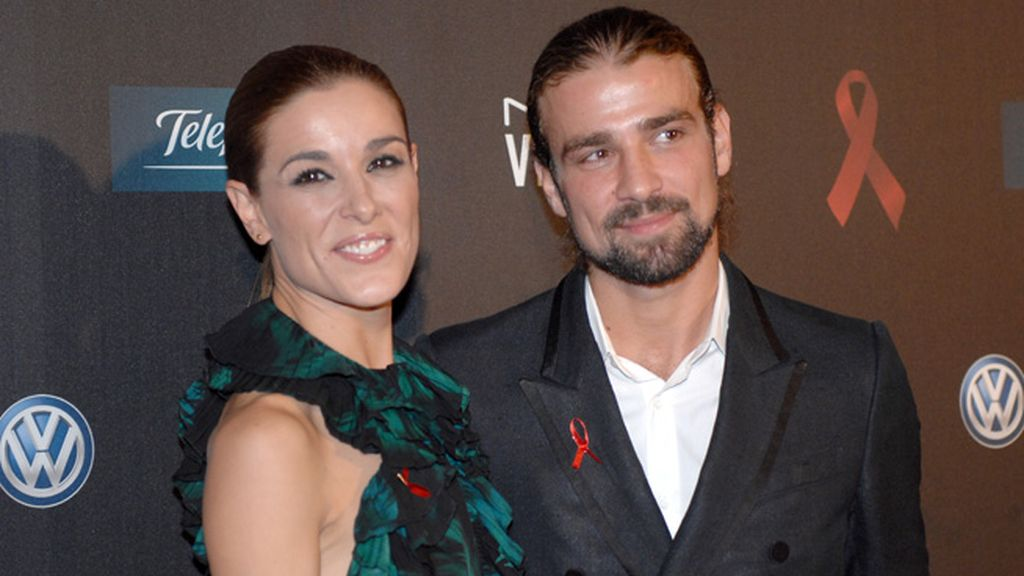 Raquel Sánchez Silva, sonriente de la mano de su marido