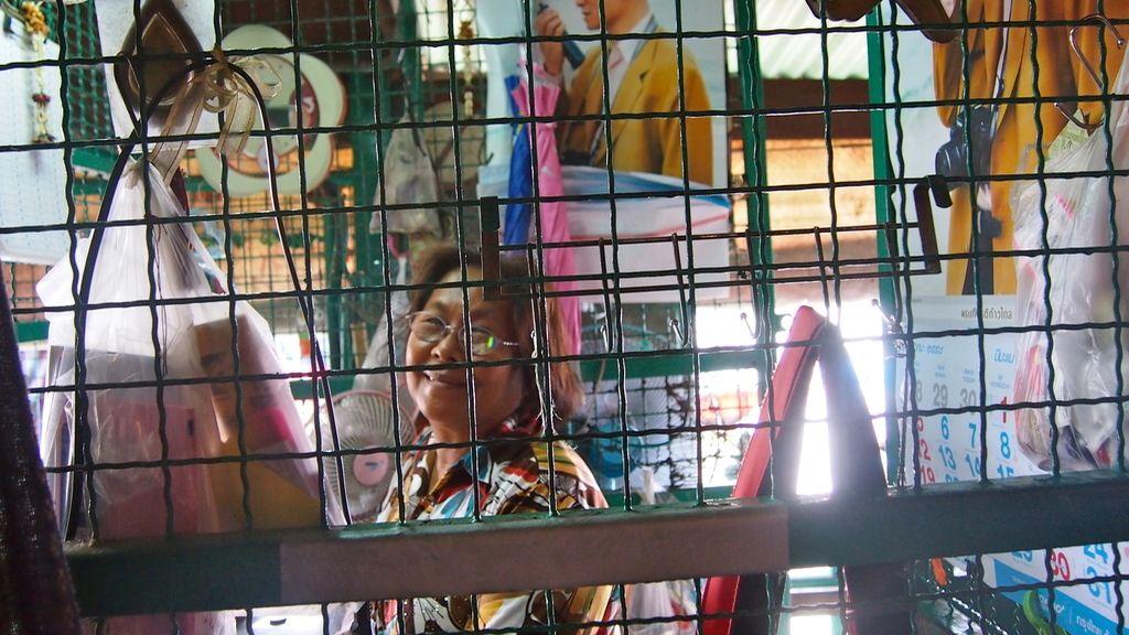 Vendedora de billetes en el río Chao Phraya