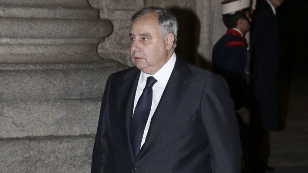 Fernando Martínez de Irujo asiste al funeral de Carlos de Borbón Dos-Sicilias
