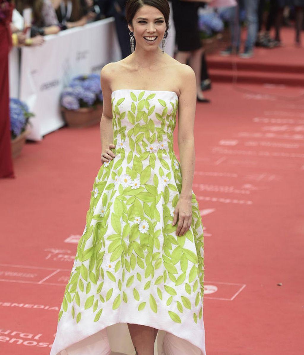 Juana Acosta, con palabra de honor y hojas bordadas de Oscar de la Renta