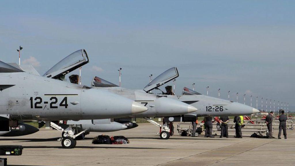 F-18 españoles en la base de Decimomannu (Cerdeña)