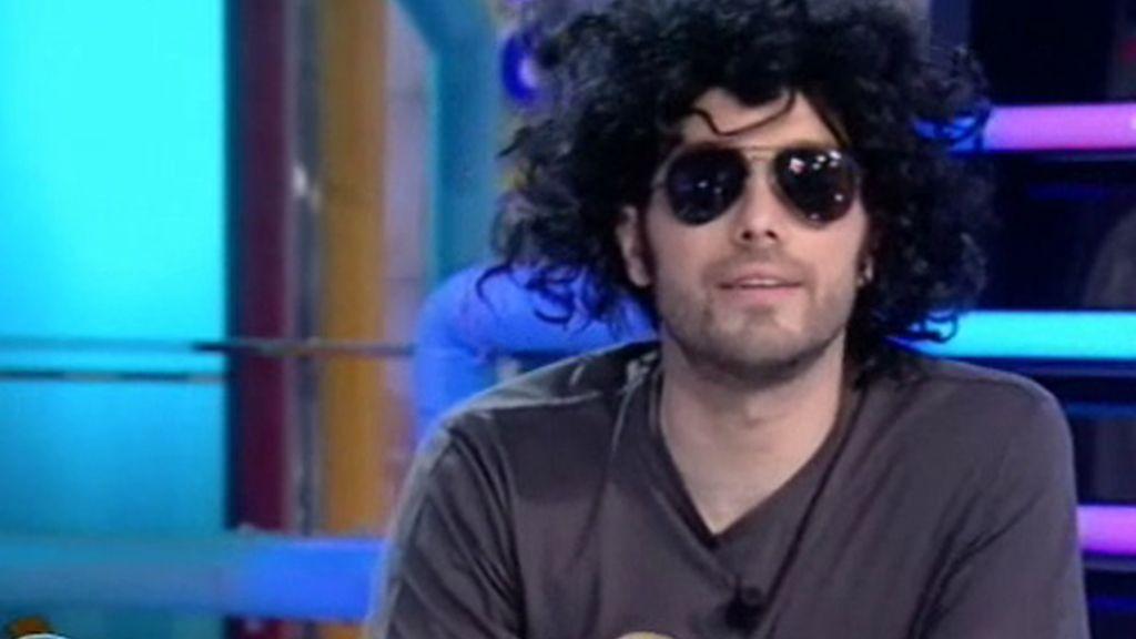 Dani imita a Andrés Calamaro
