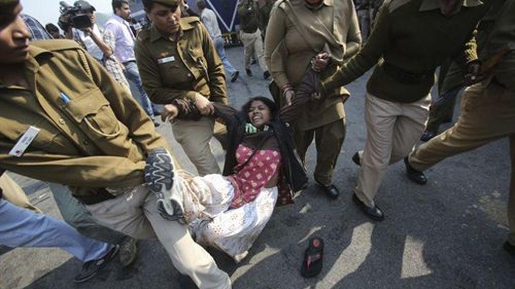 En India numerosas mujeres protestan por el trato al género femenino