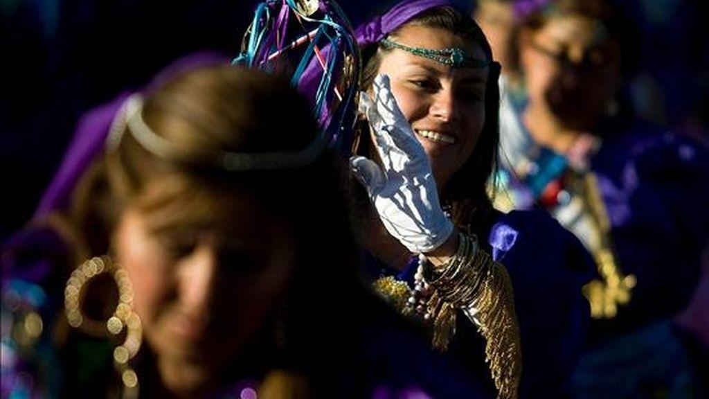 Mujeres participan este 16 de julio en una vigilia realizada en honor a la Virgen del Carmen en el pueblo de La Tirana, ubicado 1.773 kilómetros al noreste de Santiago de Chile, Chile. EFE