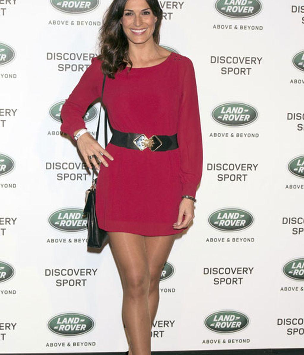 La ex Miss Verónica Hidalgo con un mini vestido rojo