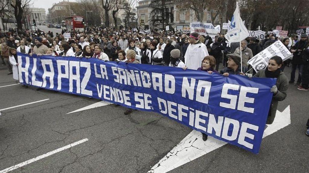 La marea blanca vuelve a protestar contra la privatización de la sanidad pública