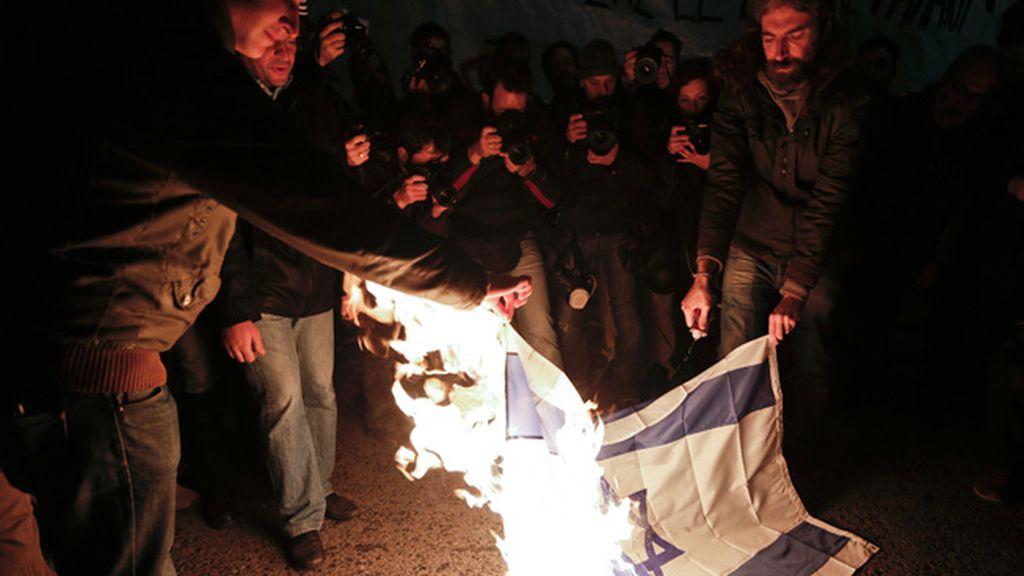 Israel aumenta su ataque por tierra y mar contra Gaza