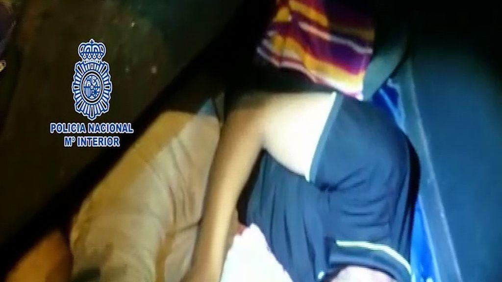 Detenida una mujer que pretendía introducir a un inmigrante oculto en la rueda de repuesto de su vehículo