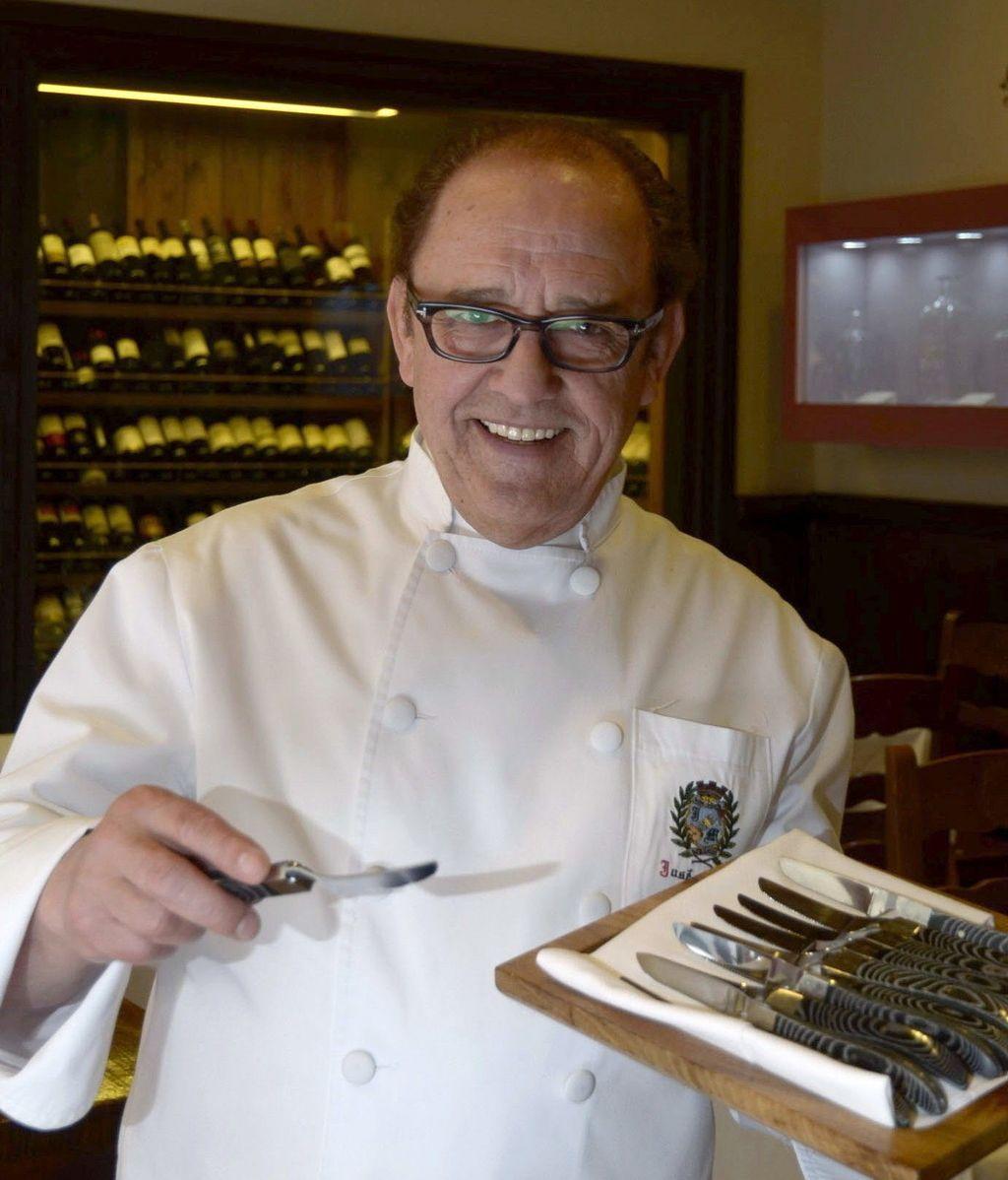Un hostelero de Segovia patenta un cuchillo para degustar el cochinillo