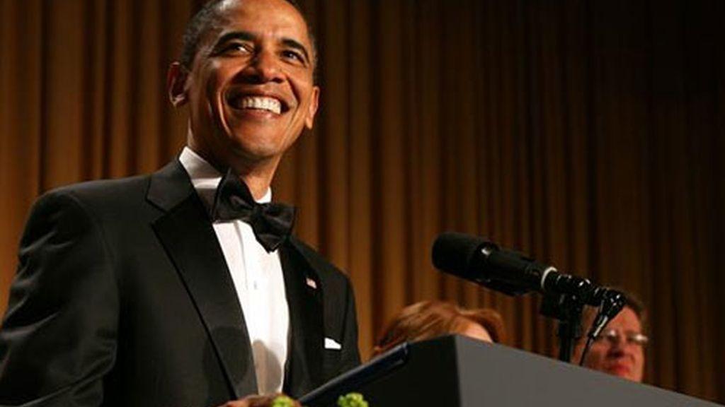 El presidente estadounidense, Barack Obama, habla durante la Cena de la Asociación de Corresponsales de la Casa Blanca 2011.