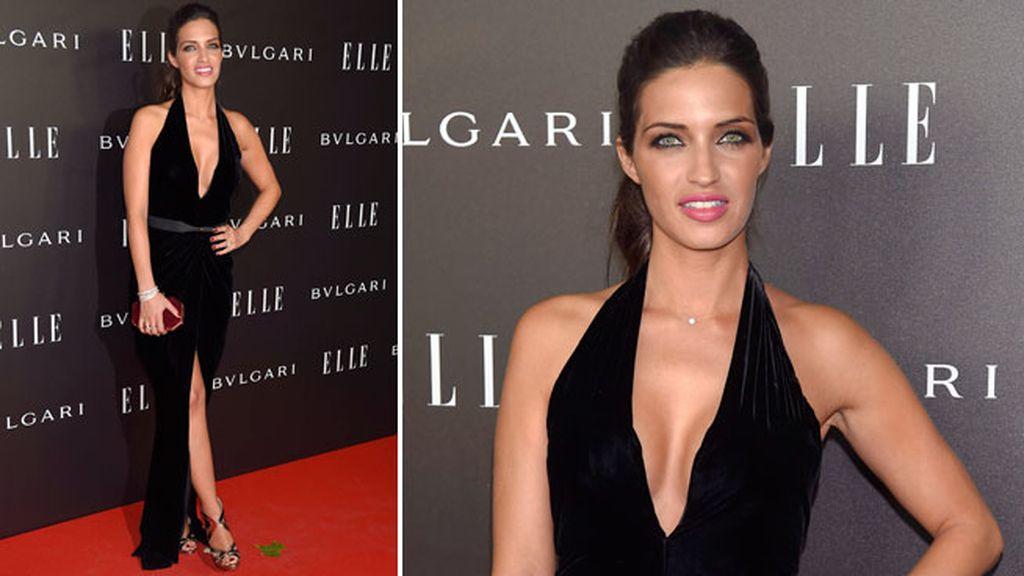 Sara Carbonero, de Óscar de la Renta, con vestido negro de terciopelo