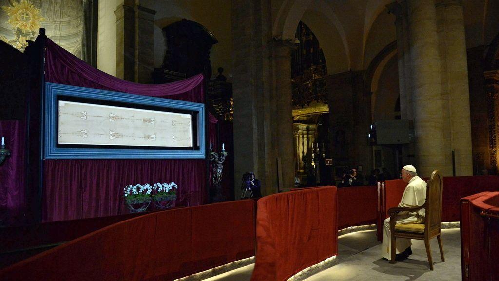 El Papa venera la Sábana Santa de Turín
