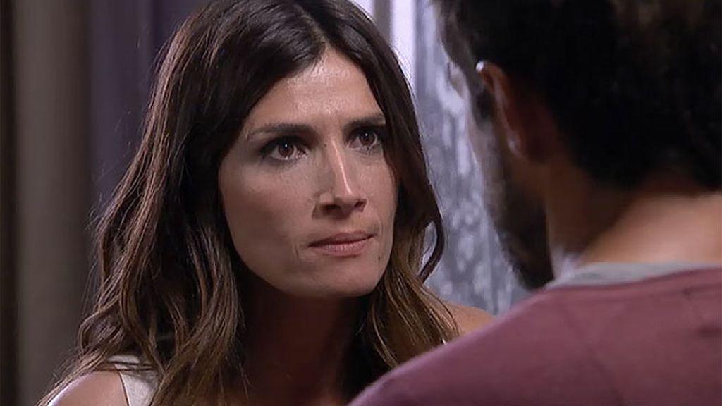 Pablo reprocha a Teresa que le dejara solo y Ana vuelve a llamar a su puerta...