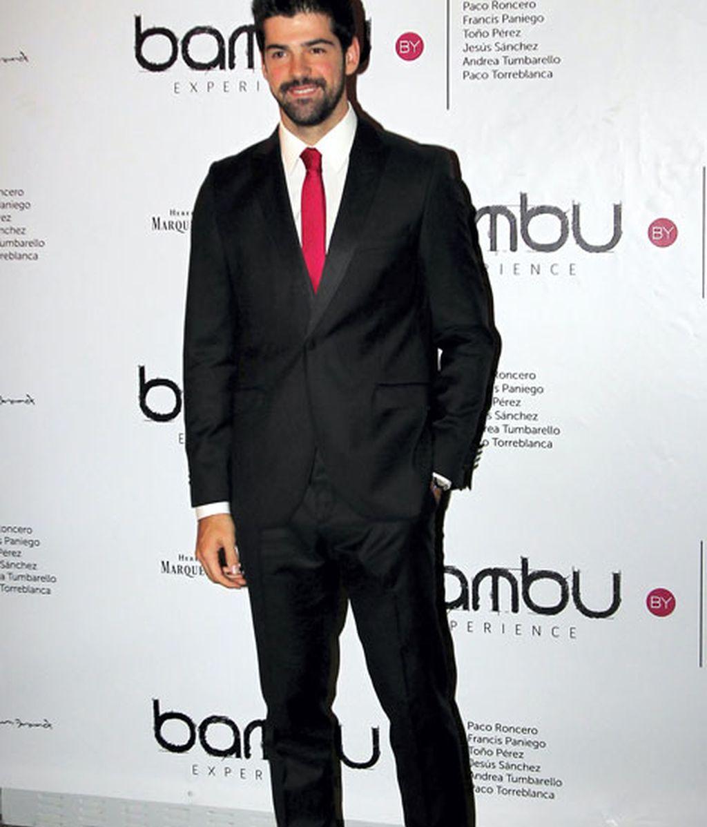 El look de Miguel Ángel Muñoz destacaba por su colorida corbata