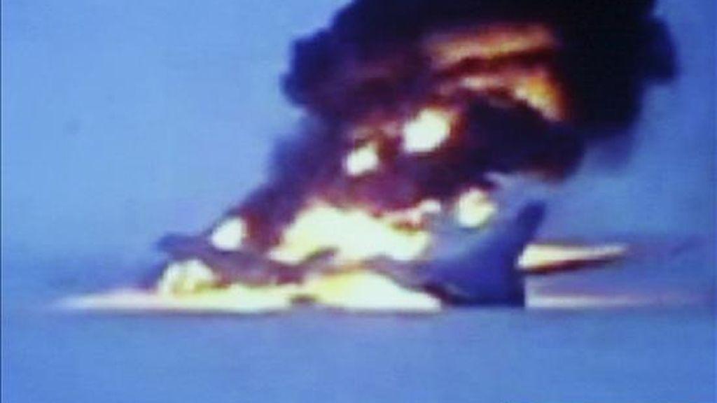 Imagen de televisión del canal ruso NTV que muestra el momento en el que se incendia un avión de pasajeros Tu-154 que se disponía a despegar del aeropuerto de la ciudad siberiana de Surgut con destino a Moscú. EFE/Imagen capturada del canal ruso NTV