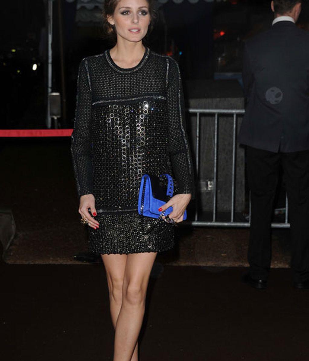 Olivia Palermo también eligió el negro para su look