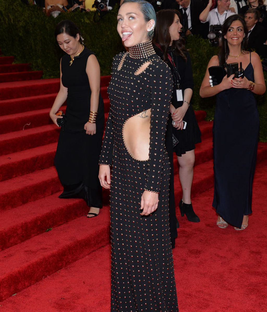 Miley Cyrus con vestido 'cut out' de Alexander Wang