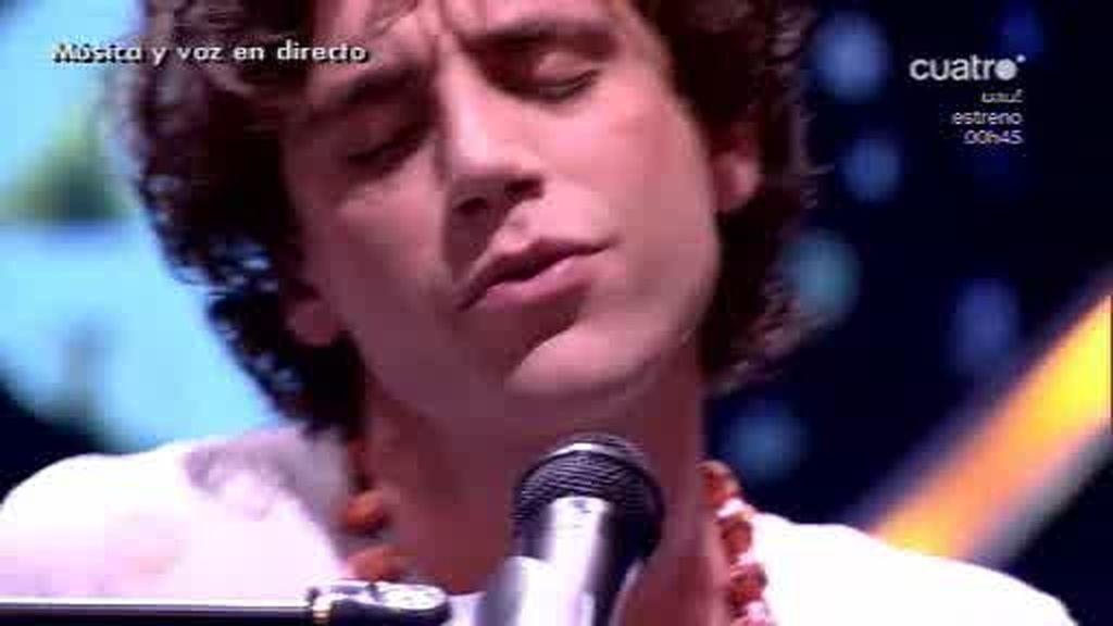 Mika canta en directo su último single