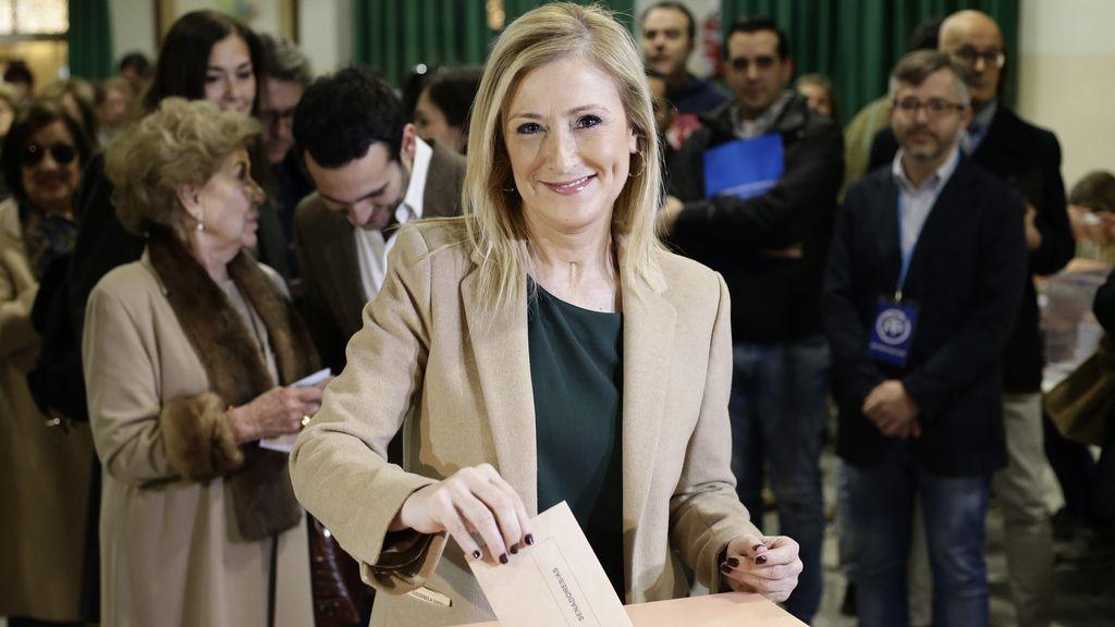 Cifuentes acude a las urnas