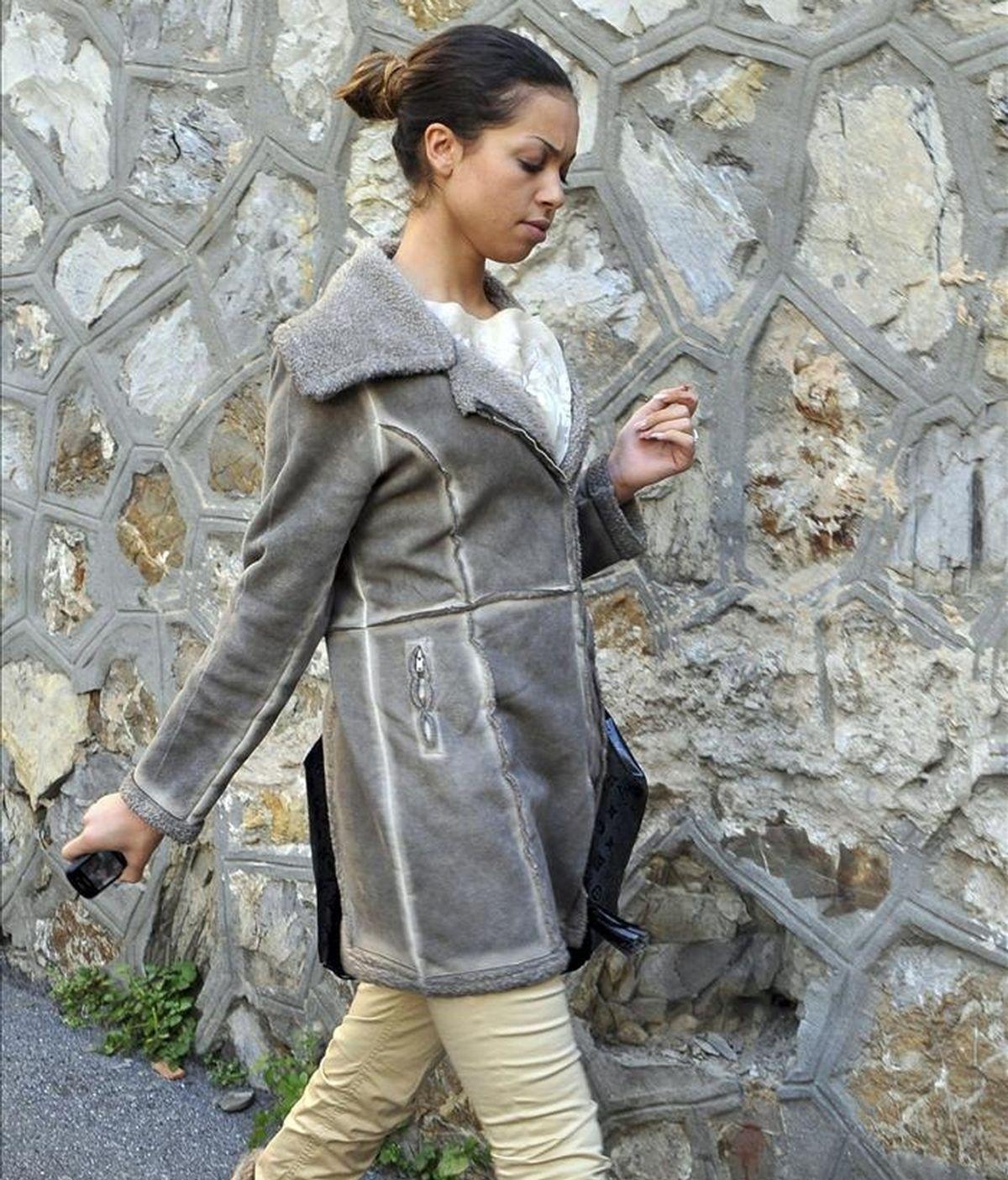 La joven marroquí Ruby R. paseando cerca de su domicilio en Génova (Italia) hoy. EFE