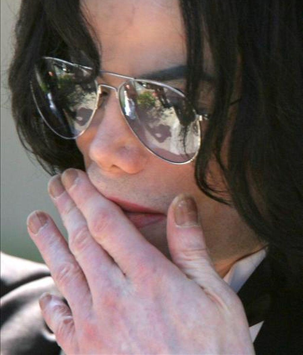 En la mayor tienda de música on line, iTunes, Michael Jackson acaparaba los primeros cinco puestos de ventas de álbumes y los siete de los diez primeros. EFE/Archivo