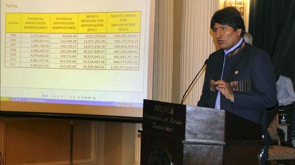 Fotografía facilitada por la Agencia Boliviana de Informacion del presidente de Bolivia, Evo Morales, quien anuló el decreto que subió el precio de los principales combustibles hasta en 82 por ciento, tras la ola de protestas que vivió el país andino estos días y ante las amenazas de más movilizaciones desde el lunes. EFE