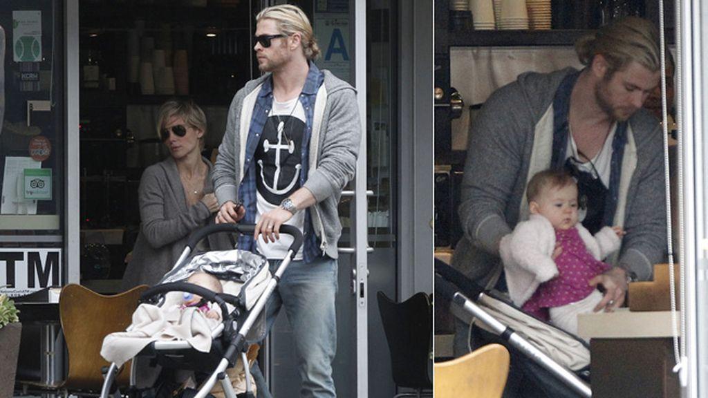 A Chris se le cae la baba con su hija