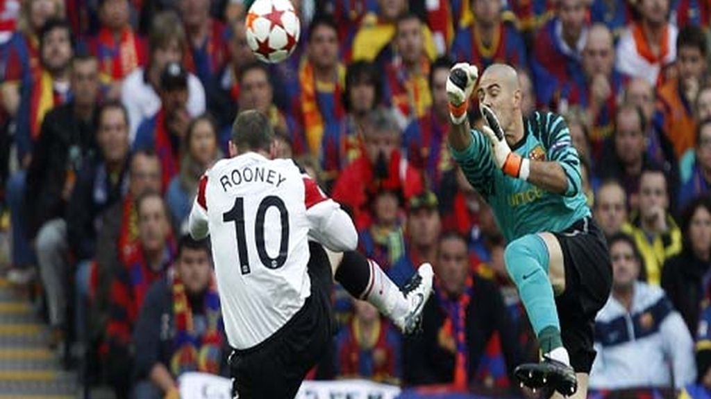Valdés sacó una buena oportunidad a Rooney