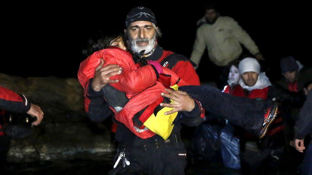 18 muertos, nueve de ellos niños, en un naufragio en Grecia