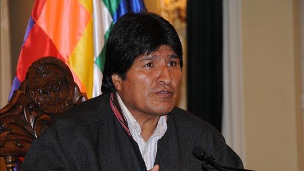 En un mensaje televisado al país el presidente de Bolivia, Evo Morales, ofreció que su Gobierno costeará un nuevo padrón electoral para solucionar el conflicto con la oposición, si la CNE garantiza que los comicios generales se celebran el próximo 6 de diciembre. EFE