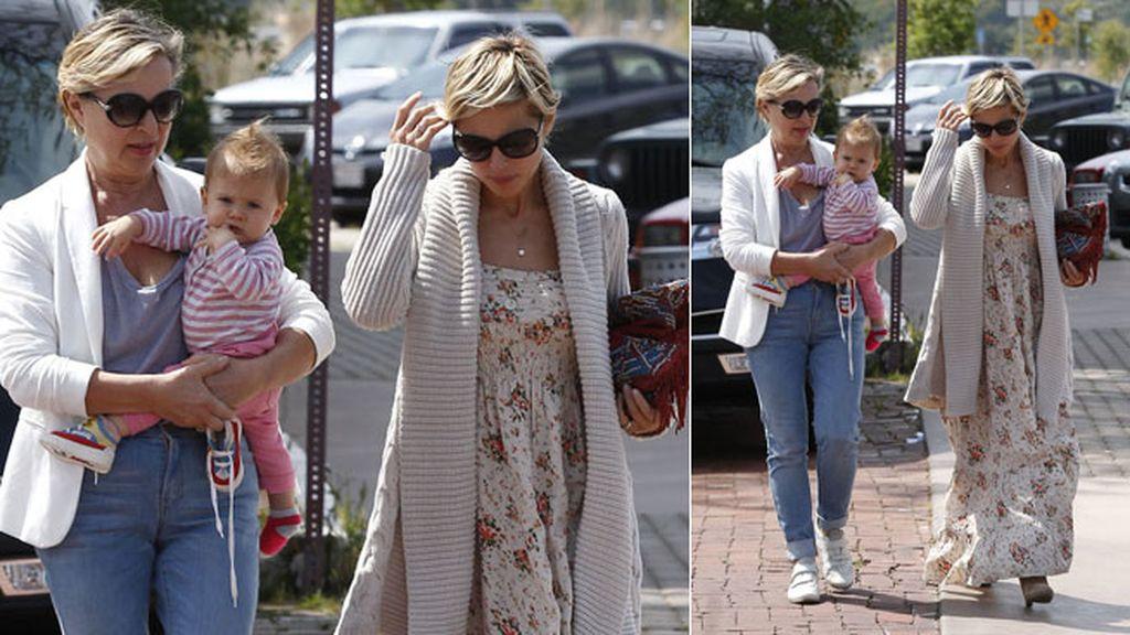 Elsa y su madre, mismo corte de pelo y gafas similares