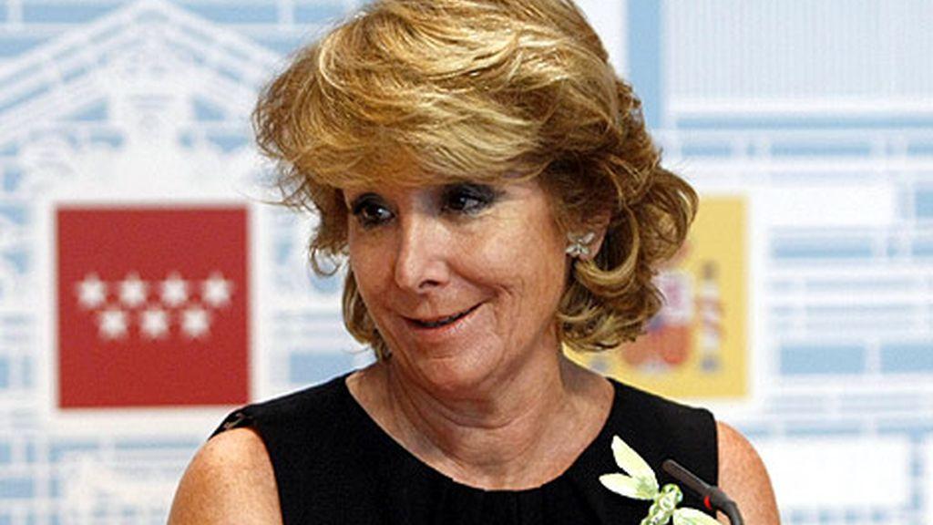 La presidenta de la Comunidad de Madrid ha pedido a los profesores de la enseñanza media sacrificios ante la situación de crisis.