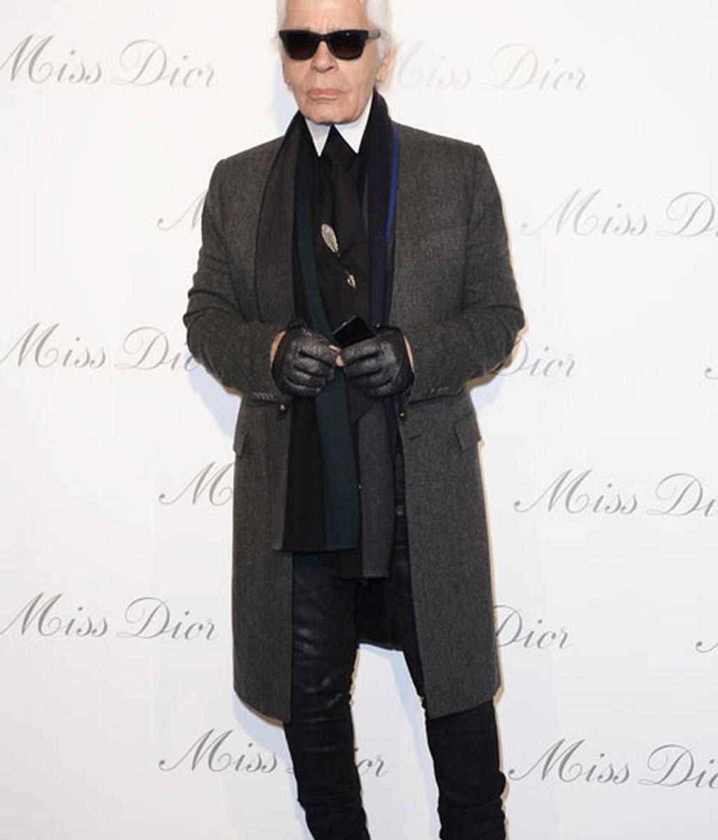 Karl Lagerfeld, icono de la moda, no faltó a la inauguración