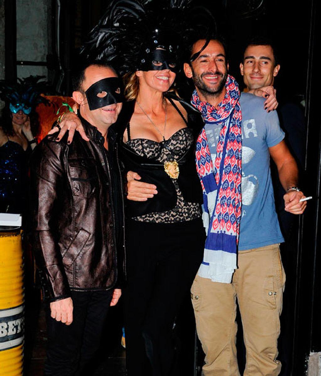 Arancha de Benito celebra su cumpleaños en plan 'burlesque'