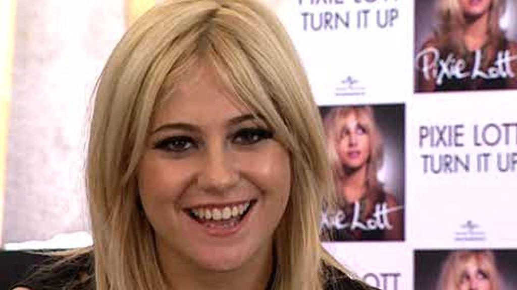 EXCLUSIVA: Pixie Lott saluda a los internautas de Puro Cuatro