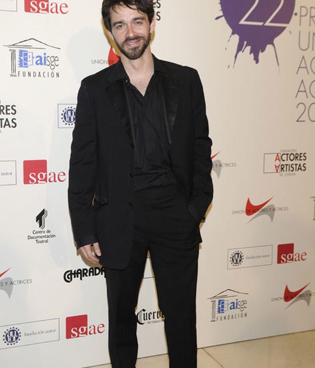 El actor Alberto Amarilla, con un look 'total black'