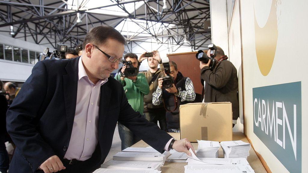 Jesús Iglesias votando